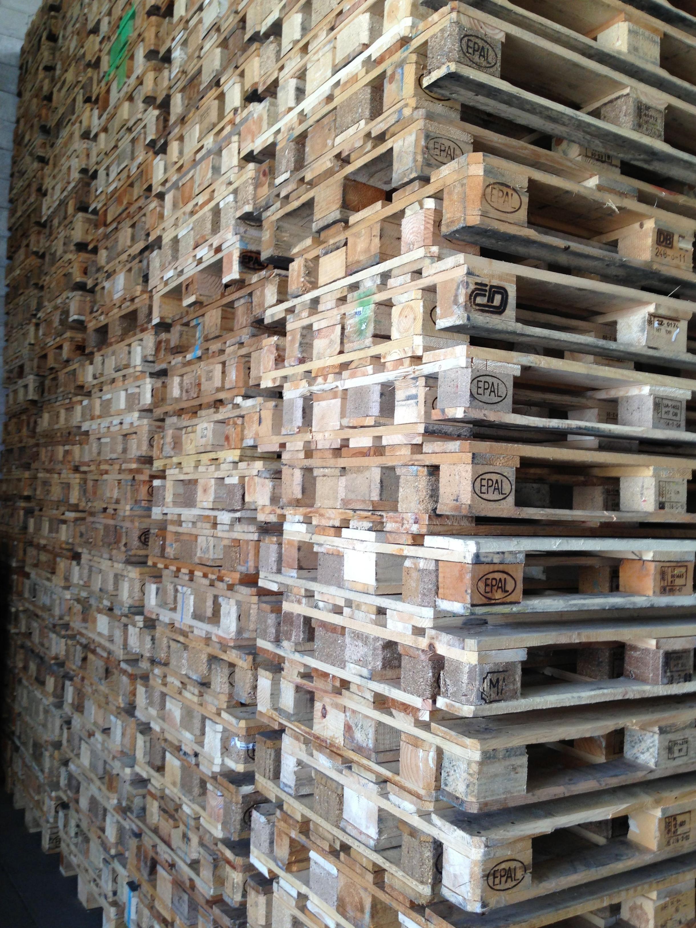 Palets tratados aparador hecho con palets para tienda - Compra venta muebles usados madrid ...