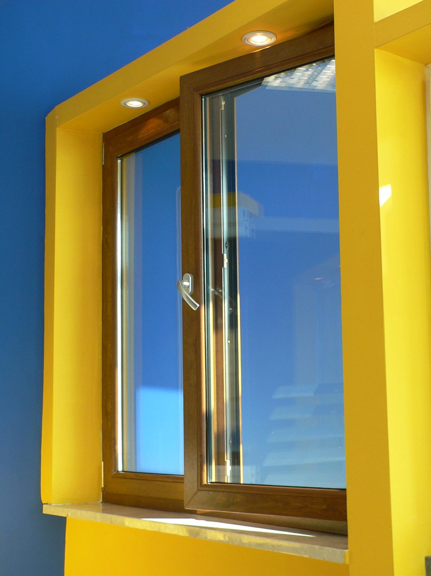 Carpinteria metalica girona materiales de construcci n for Tipos de aluminio para ventanas