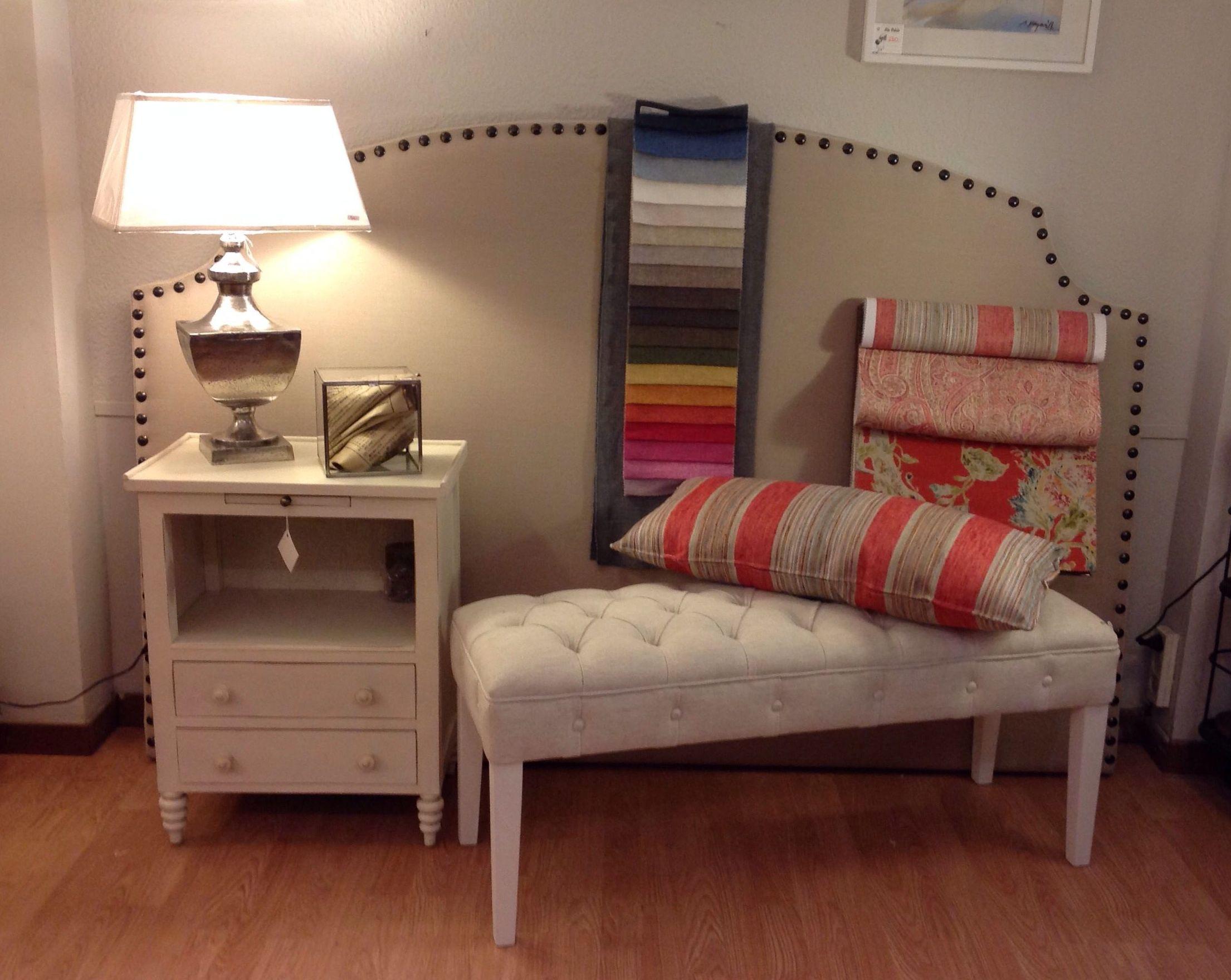 Cabecero tapizado con tachuelas y tela de lino cat logo - Cabeceros tapizados en tela ...