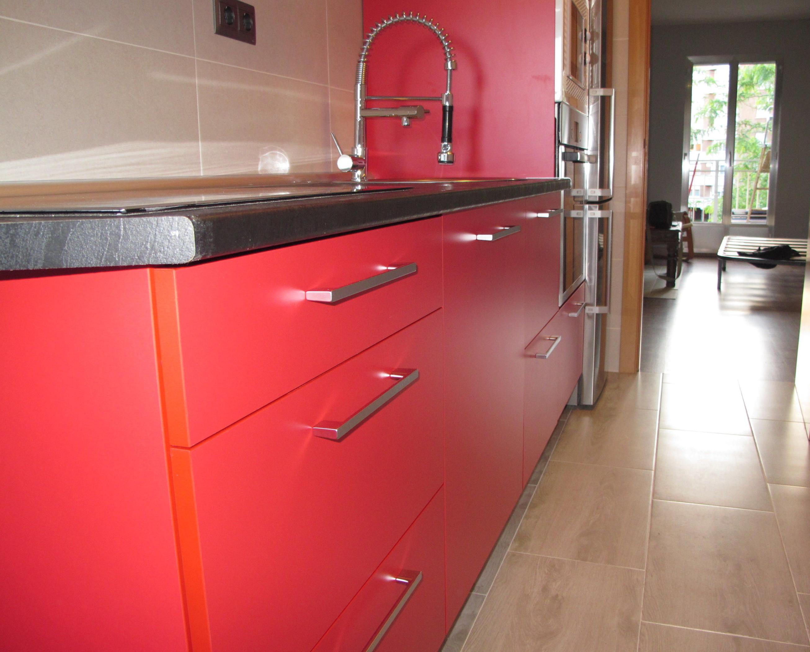 1h oferta muebles cocina mate satinado rojo cat logo de for Oferta de cocinas integrales