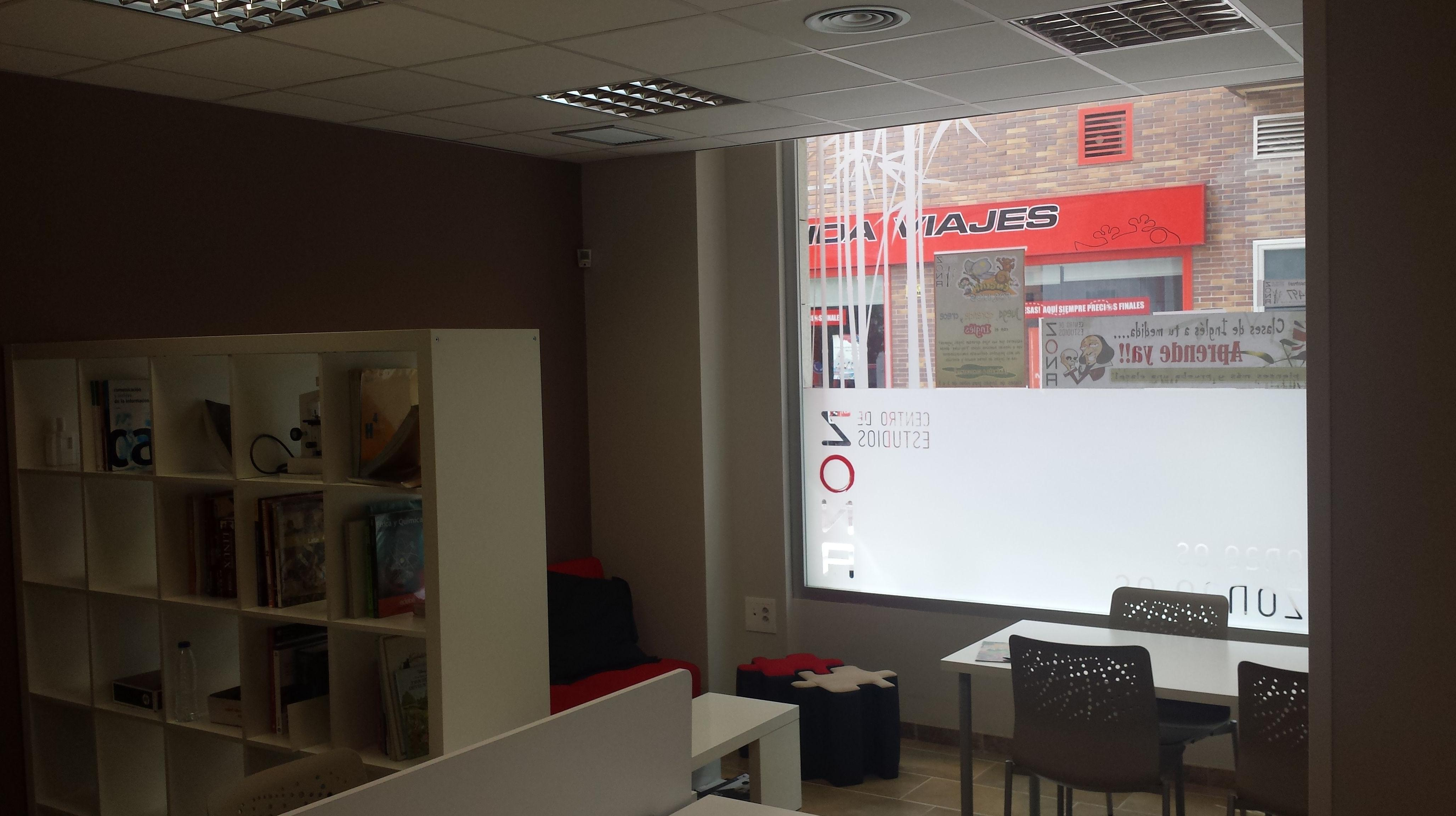 Zona de Estudios: Librería, zona de relax y para los más peques!