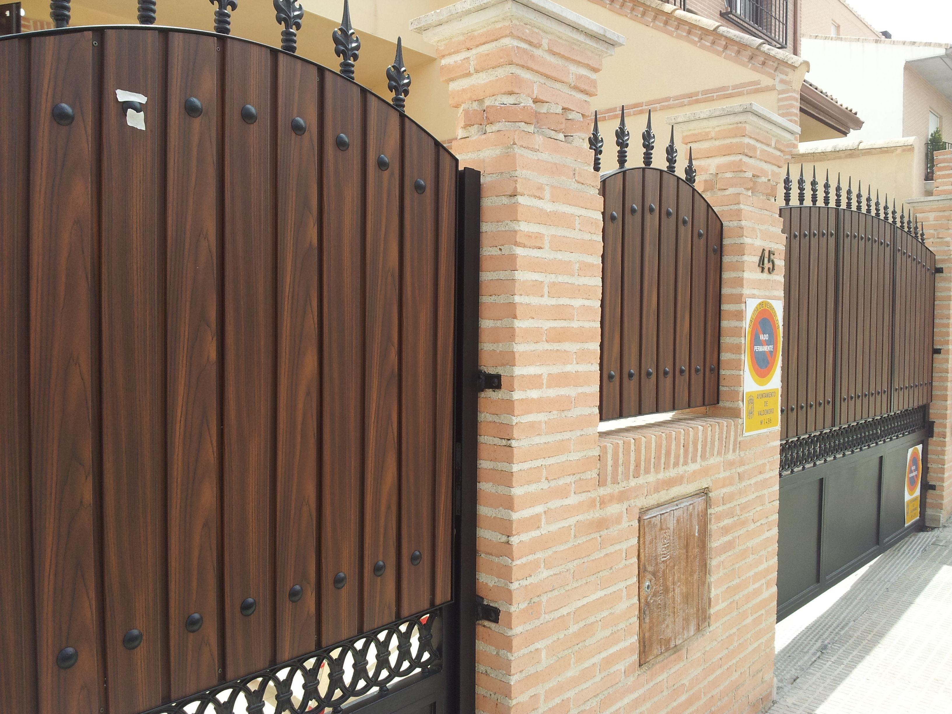Cancelas de madera castellana medio punto ventanas de for Puertas imitacion madera exterior