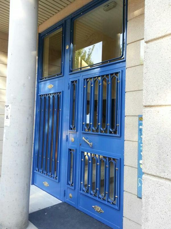 Puertas de portal de comunidad madrid
