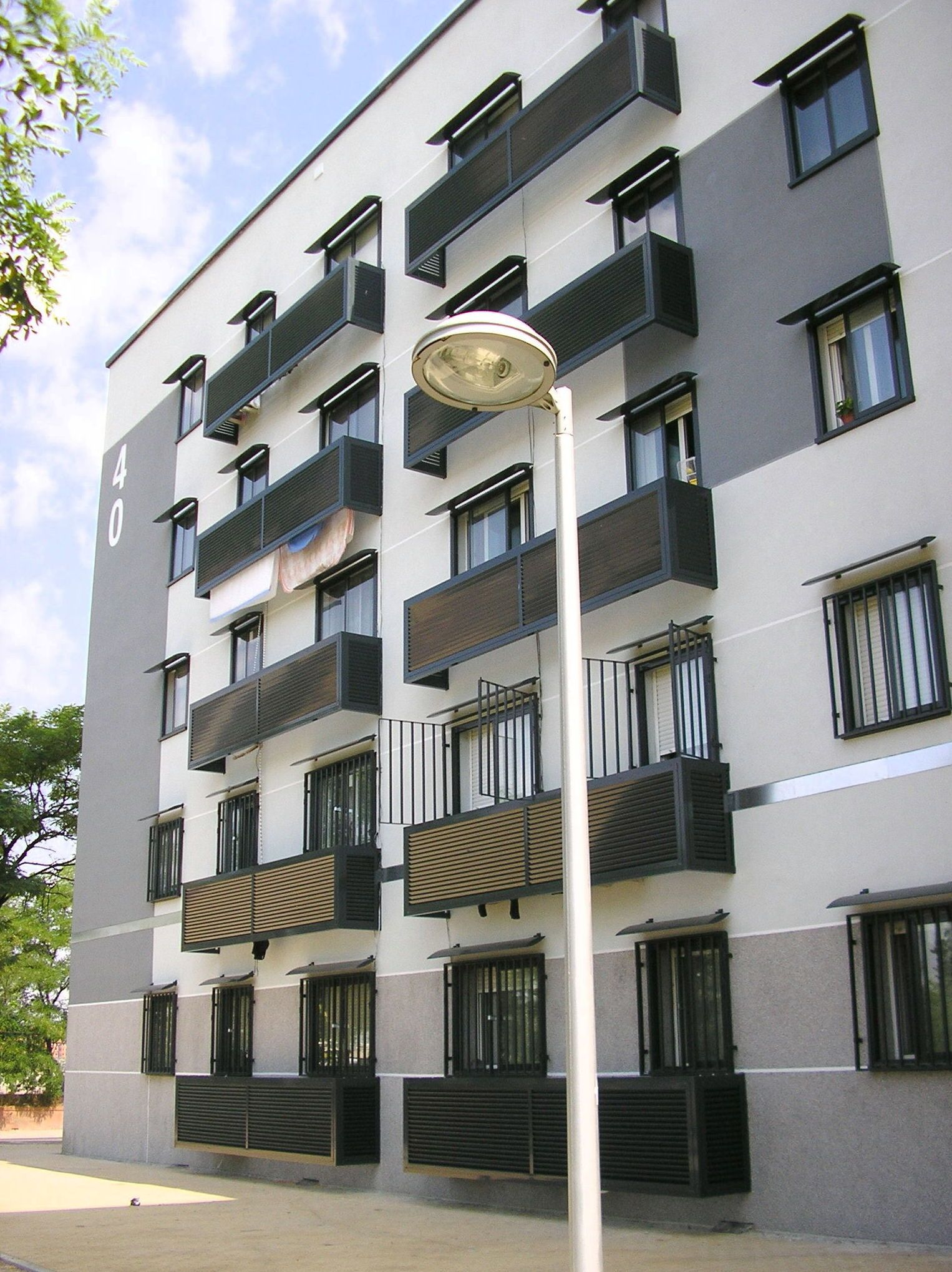 Fachadas de edificios pictures to pin on pinterest pinsdaddy for Fachadas de apartamentos modernos