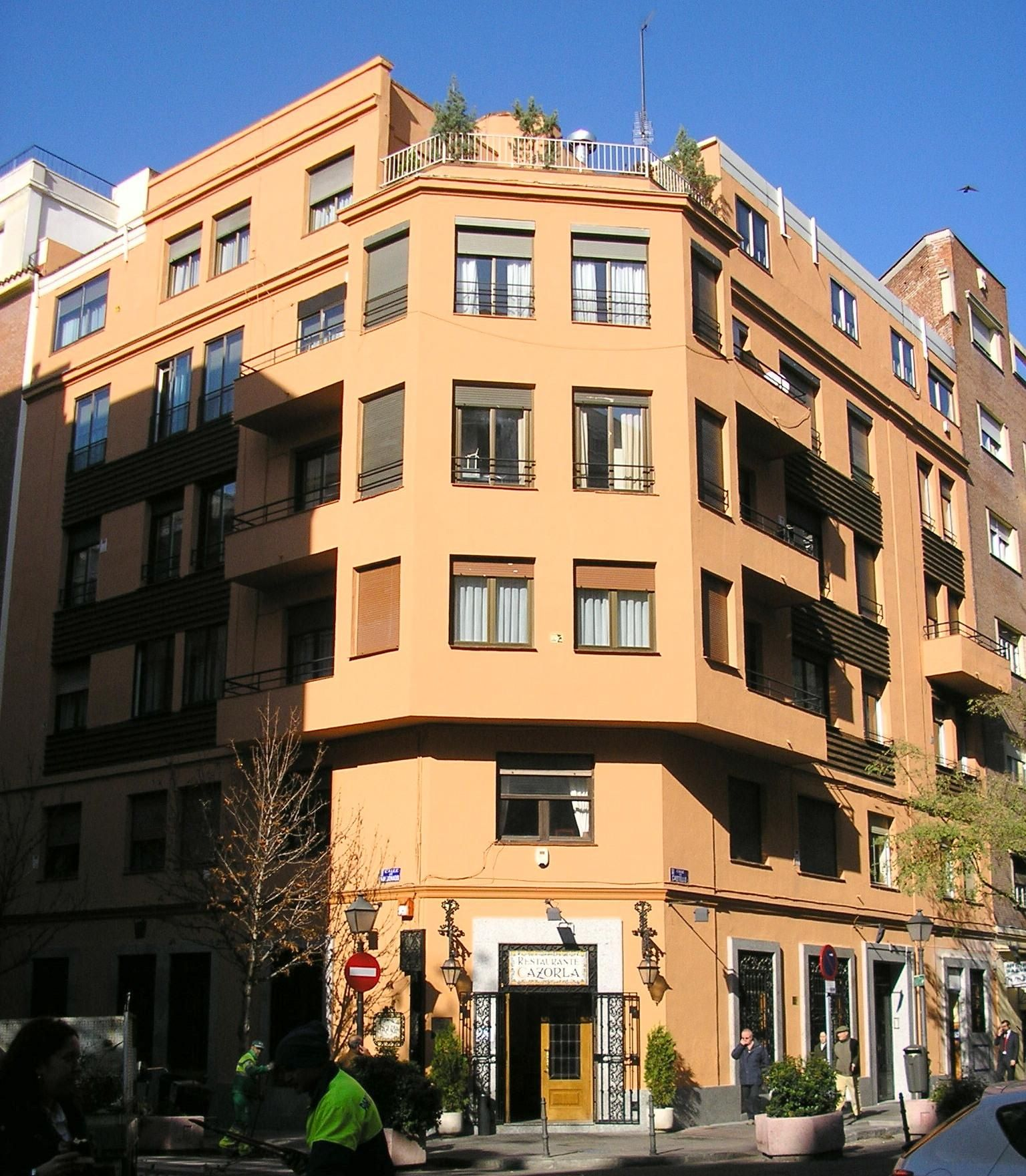 fachadas de edificios en el centro de madrid en perfectas condiciones