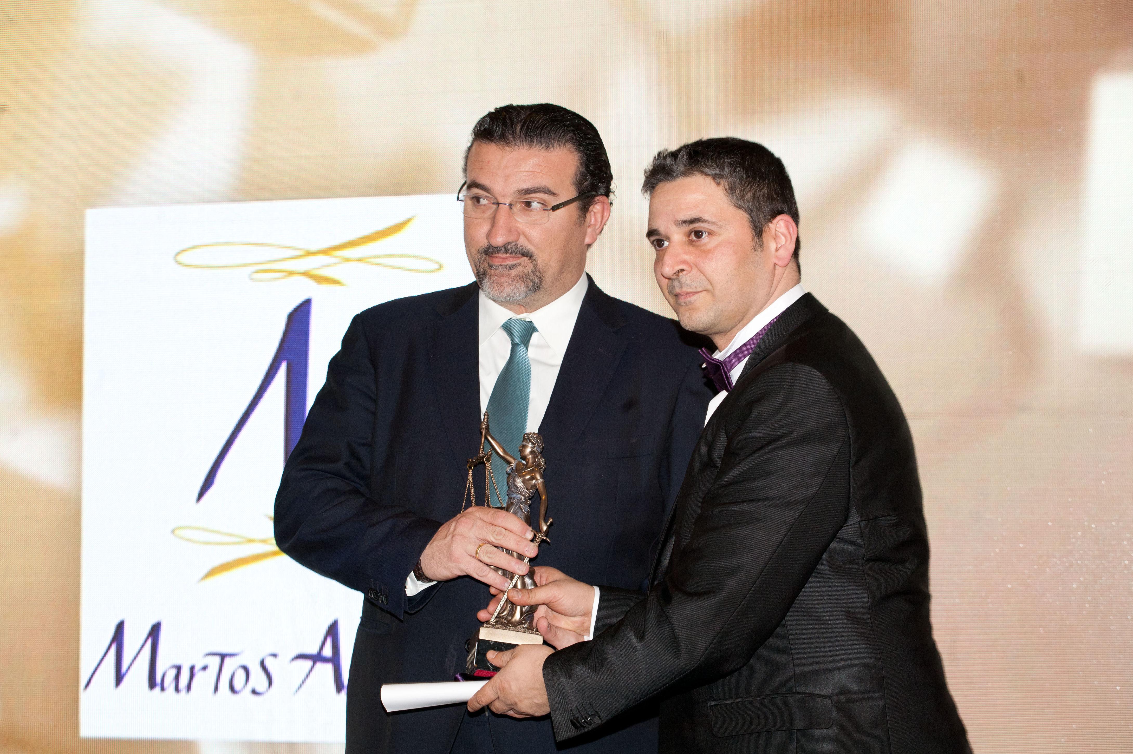 Recogiendo el premio DE LEY mejor despacho Español 2.015