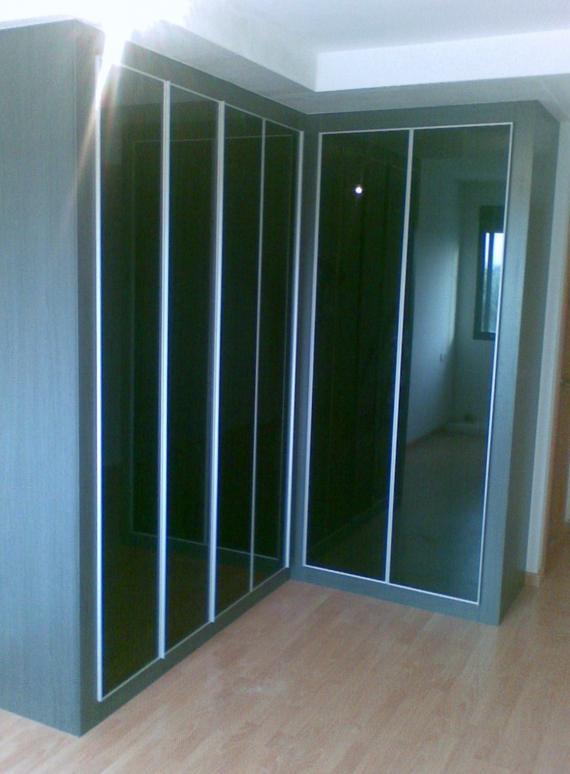 Puertas abatibles perfil Minimal y cristal Negro
