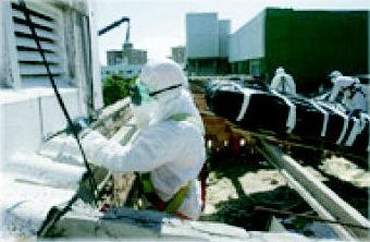 Desmontaje de materiales con amianto.