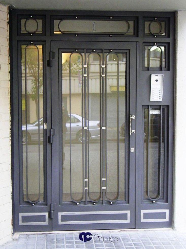 Puertas para comunidades en barcelona for Ver disenos de puertas de fierro
