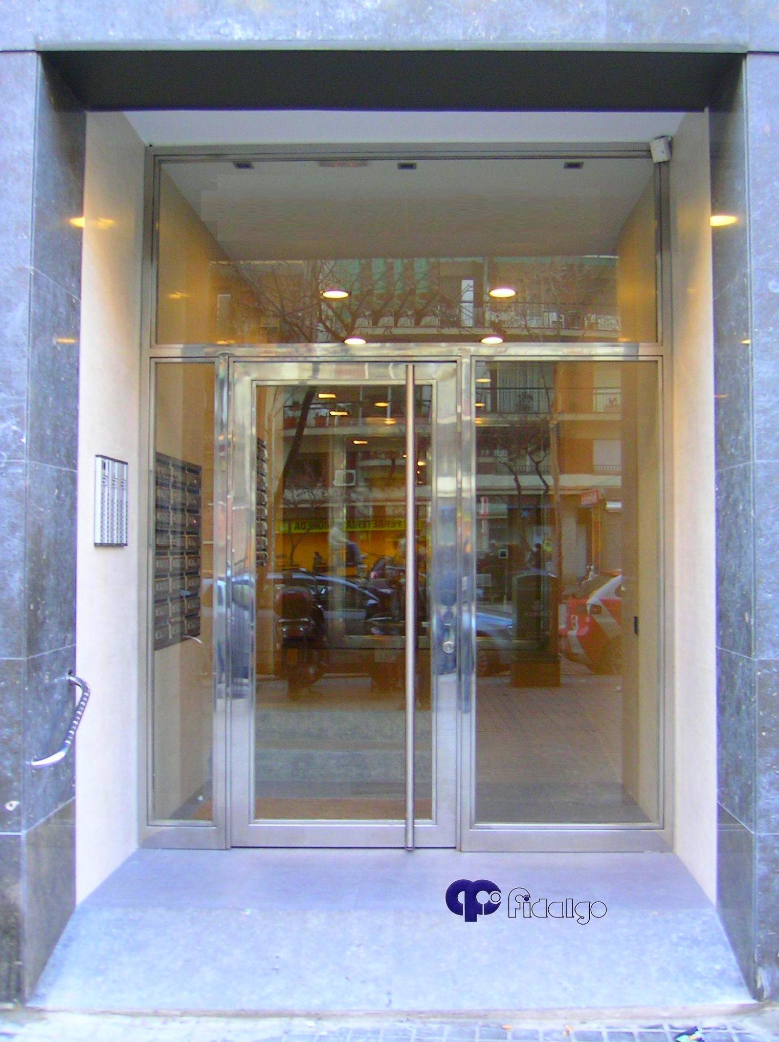 Puertas en acero inoxidable productos y servicios de - Puertas de entrada de hierro ...