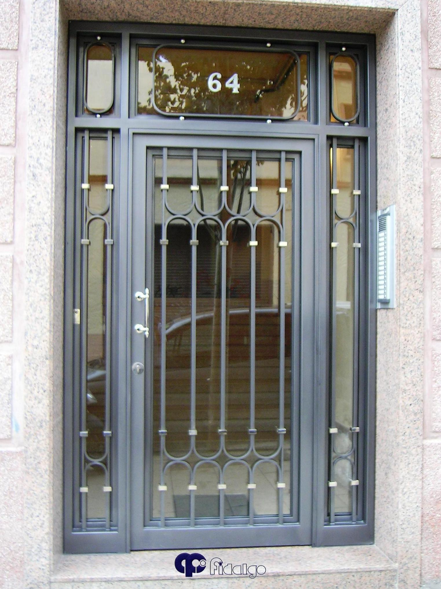 Puertas productos y servicios de forjafid puertas para - Puertas de exterior metalicas ...