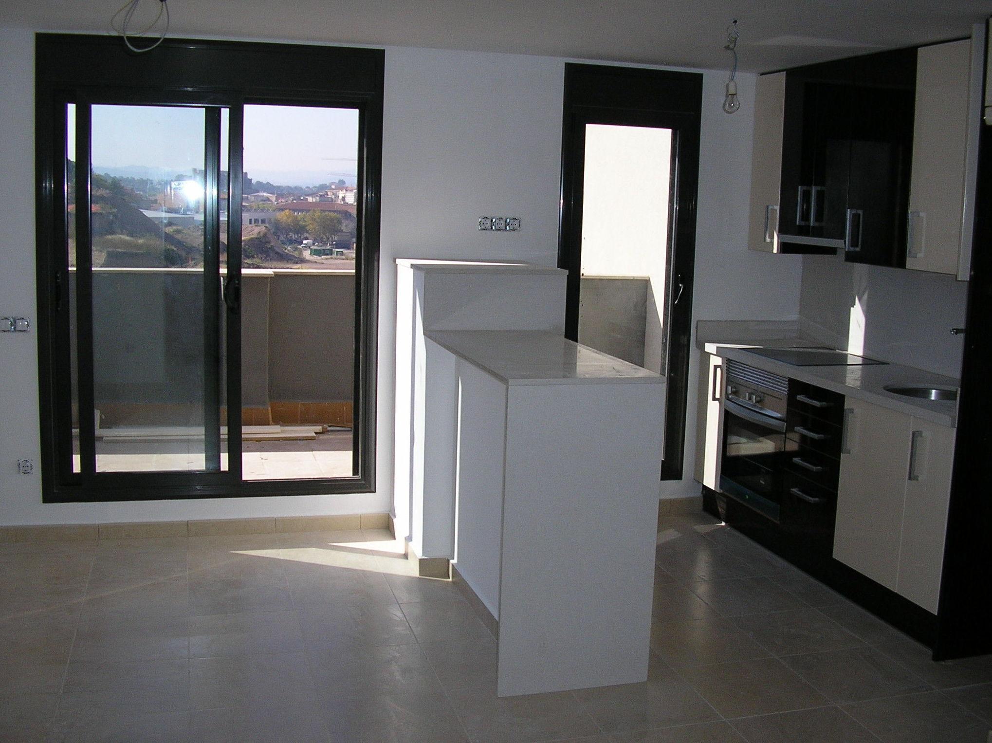 Foto 6 de puertas en manresa aluminismanresa for Puertas de vaiven para cocina