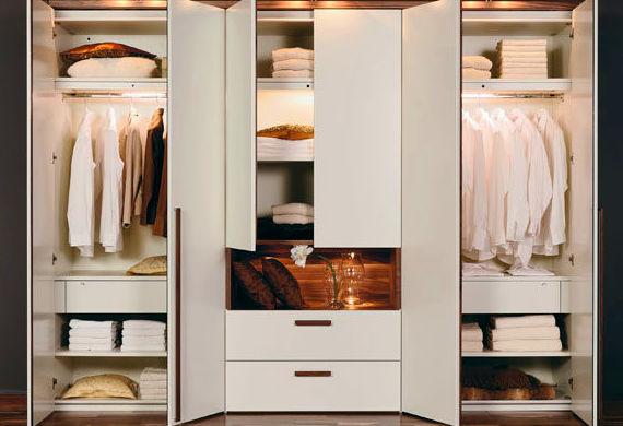 cada tipo de ropa que tenemos en nuestro armario requiere de un tipo de diferente camisas pantalones chaquetas abrigos blusas faldas