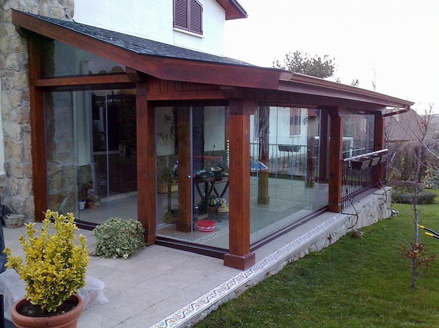 Cerramientos de cristal en madrid sur xamorall - Porches de madera y cristal ...