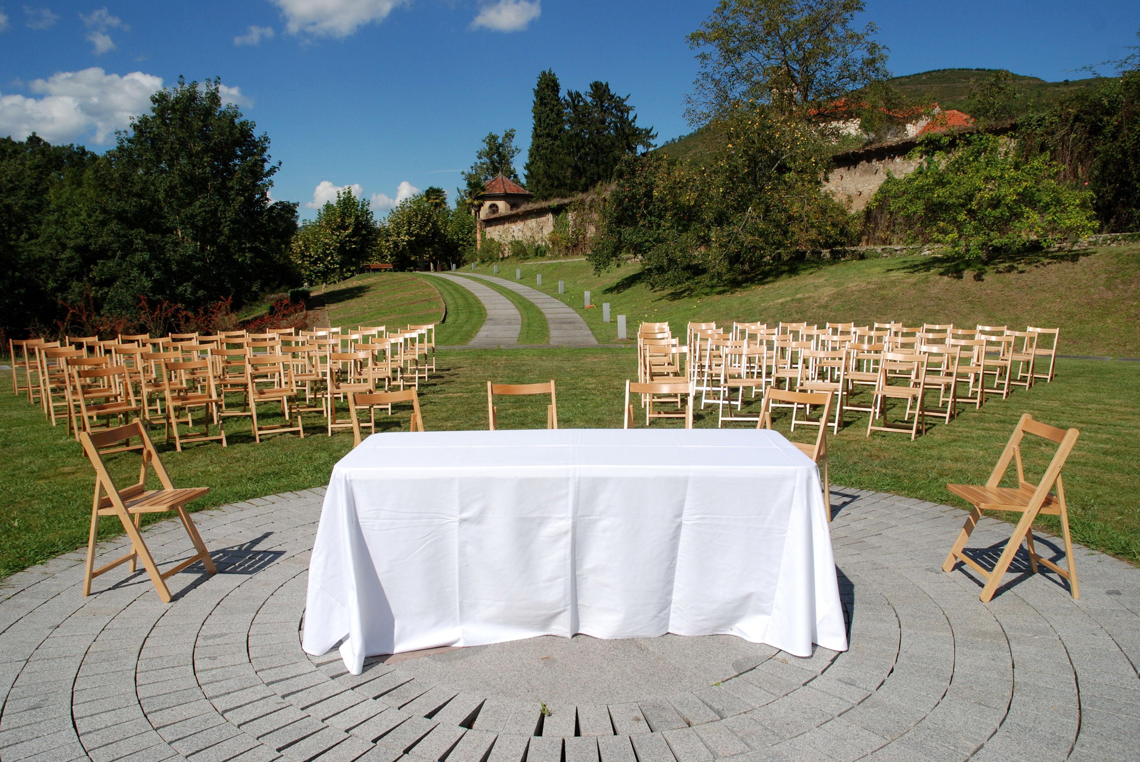 Alquiler de mobiliario para eventos menaje sillas mesas for Sillas para eventos