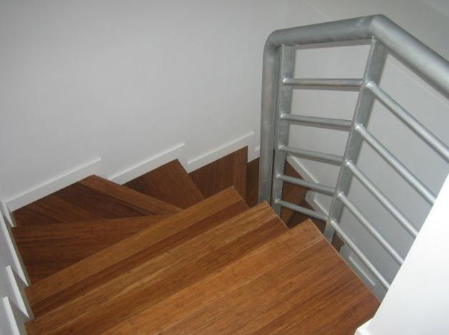 Cubrimiento de escalera con madera