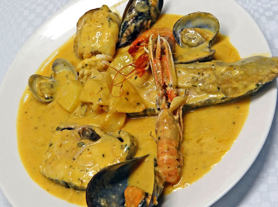 Suquet de pescado en Restaurant Rosamar, L'Estartit (Girona)