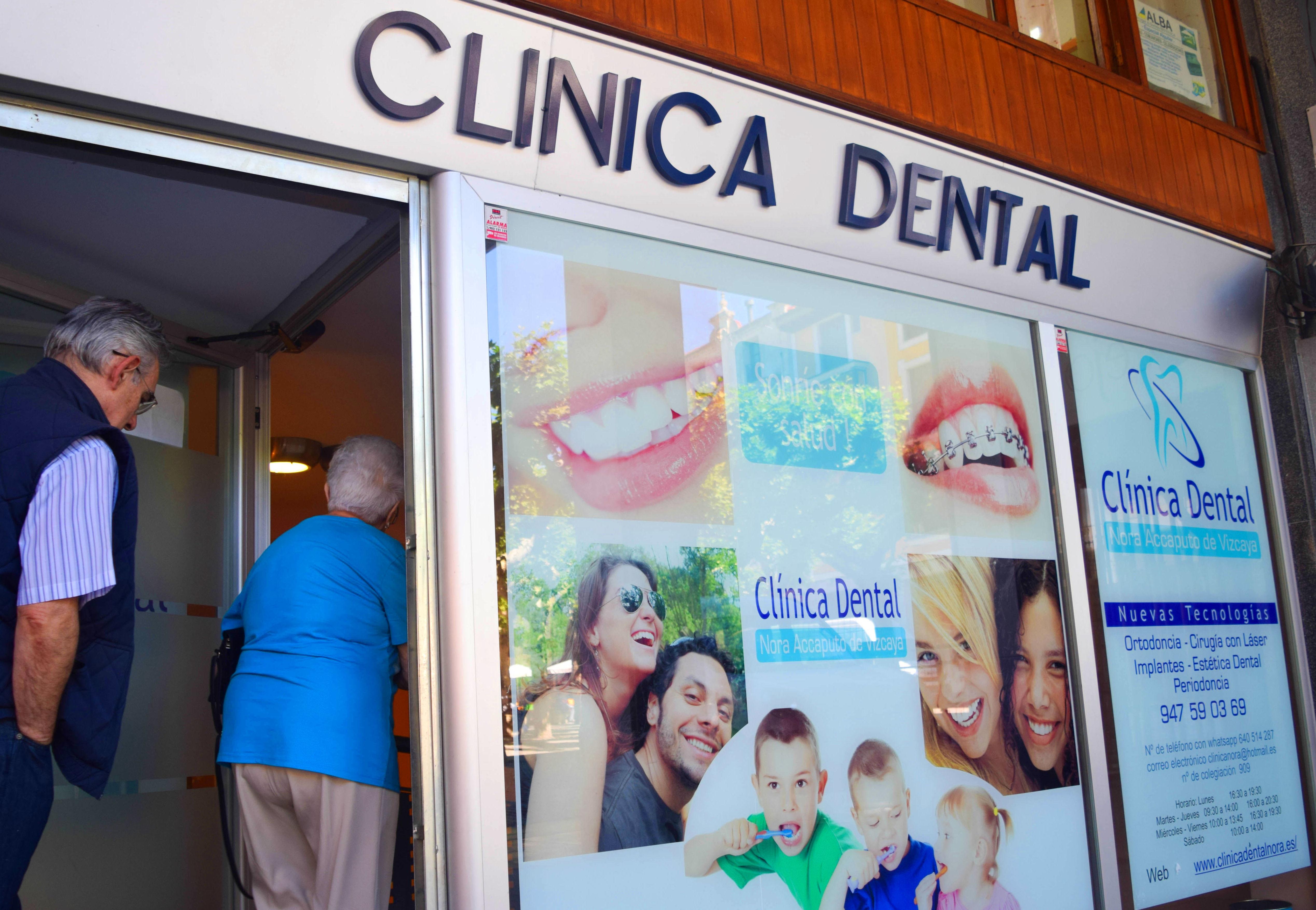 Fachada de clínica frente a Plaza Mayor