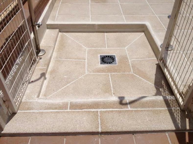 Creaci n de piscina con plato de ducha productos y for Duchas para piscinas exterior
