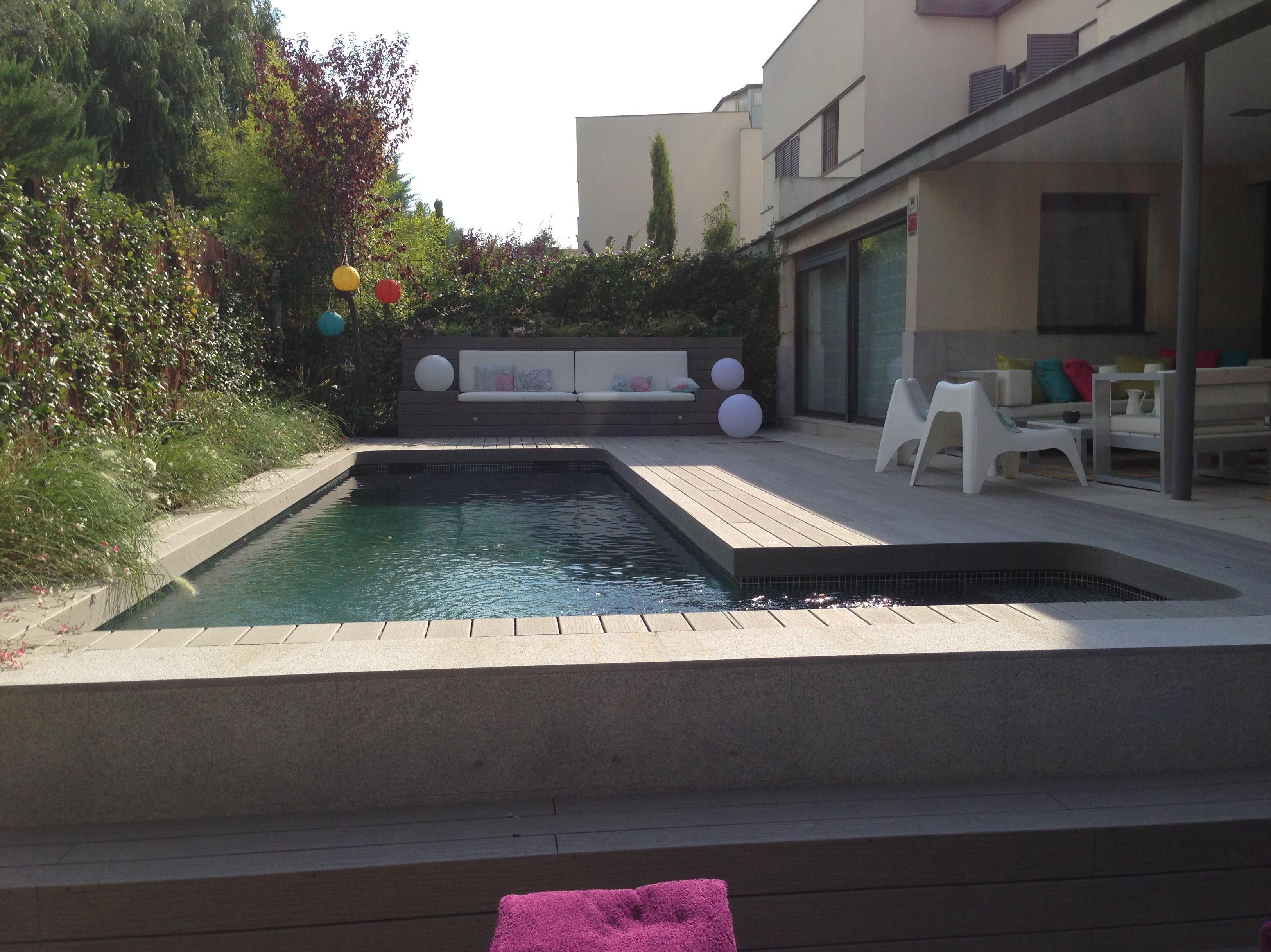 Madera sint tica para alrededor de las piscinas Diseno de jardin alrededor de la piscina