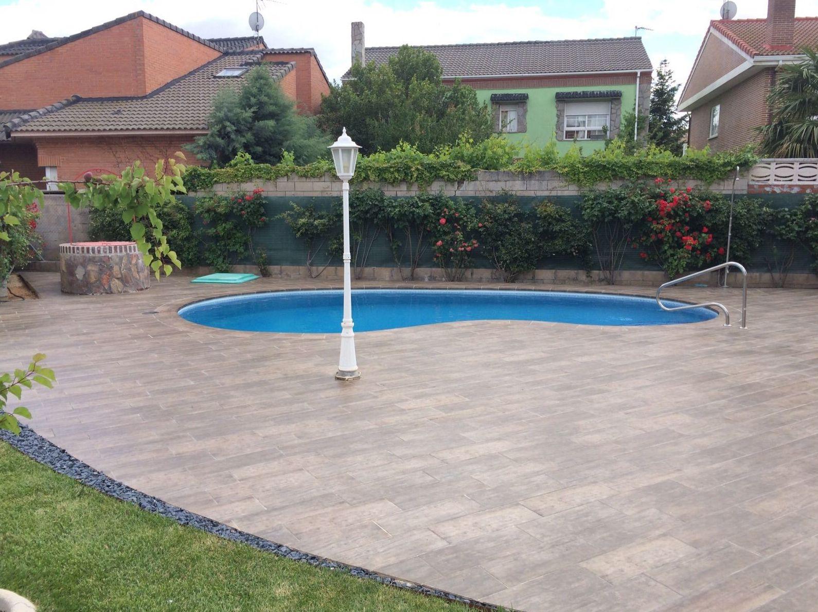 suelo para piscina