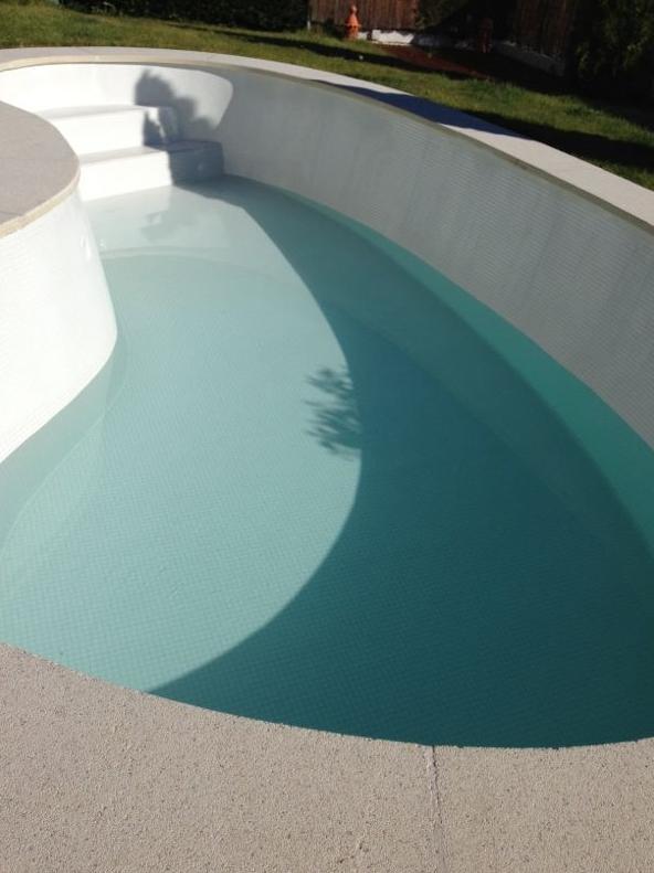 Revestimiento de gresite en piscinas de poliester for Revestimiento piscinas gresite