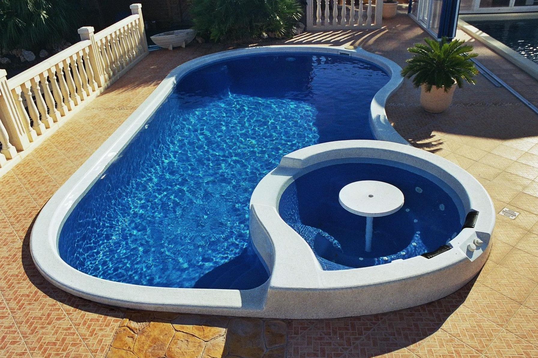 Piscinas freedom pool piscinas y accesorios de ardigral for Piscina 8x4 escalera romana