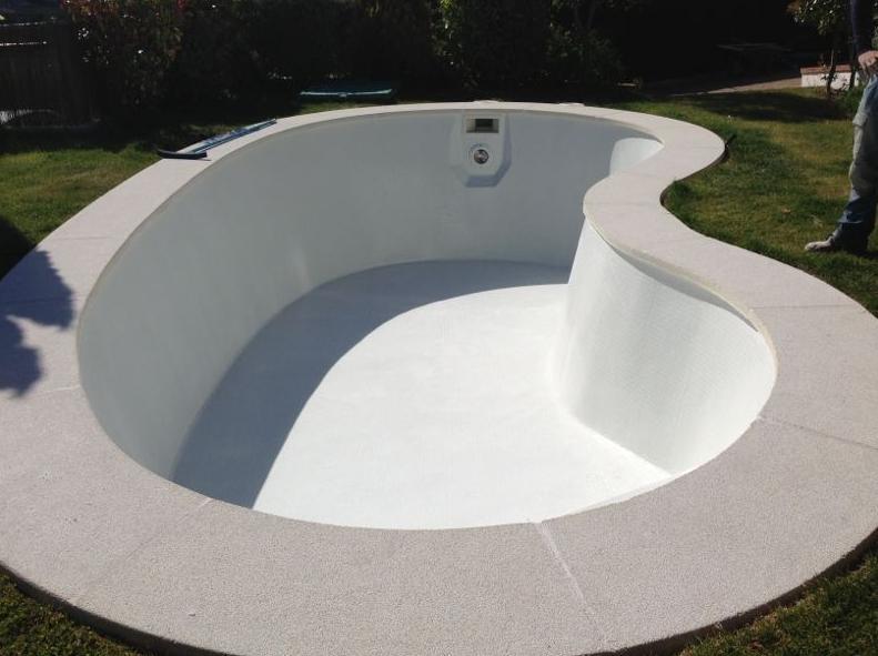 Revestimiento de gresite en piscinas de poliester for Piscinas con gresite blanco