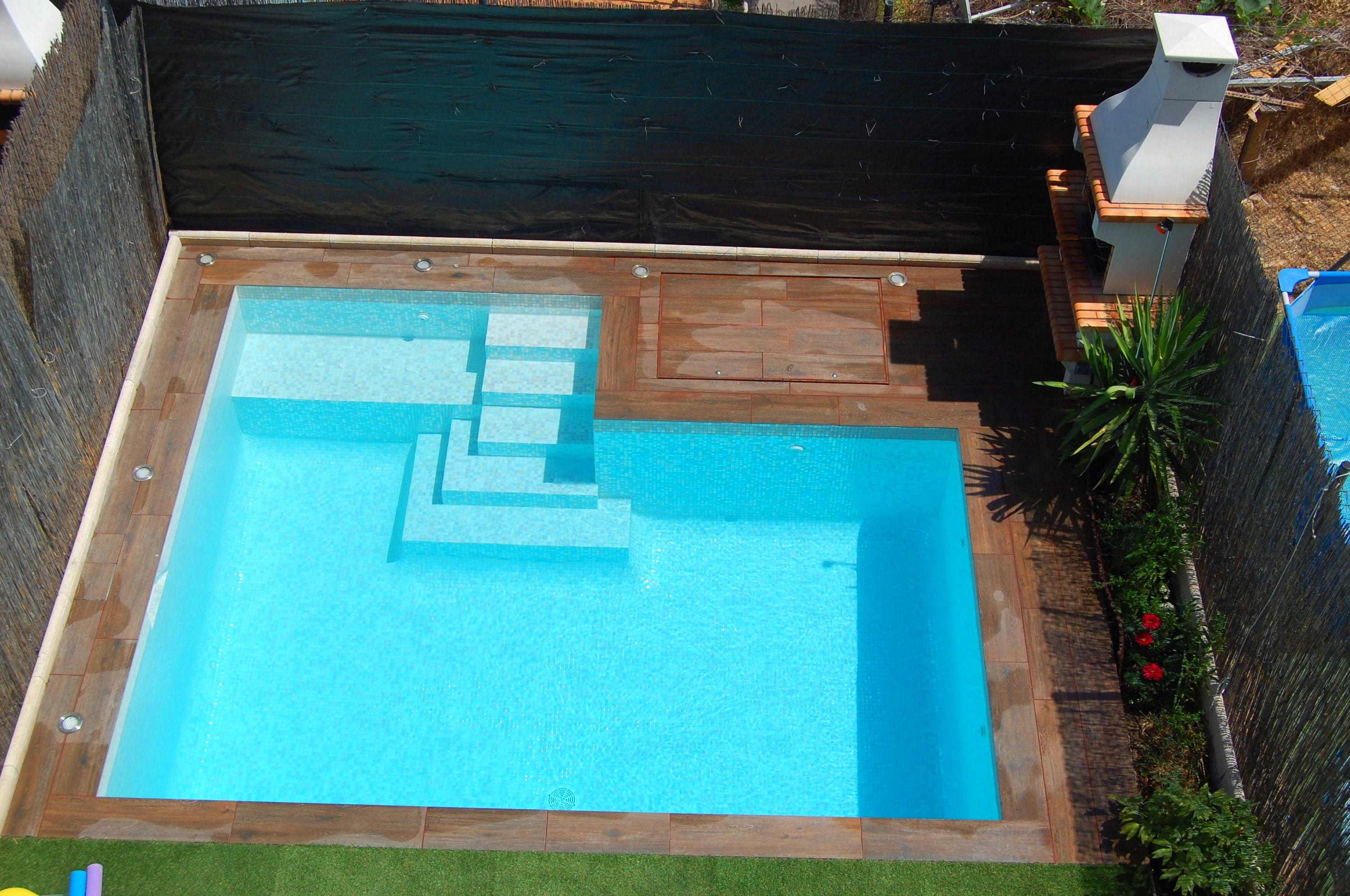 Piscina peque a de obra gunitada for Precio piscina pequena obra