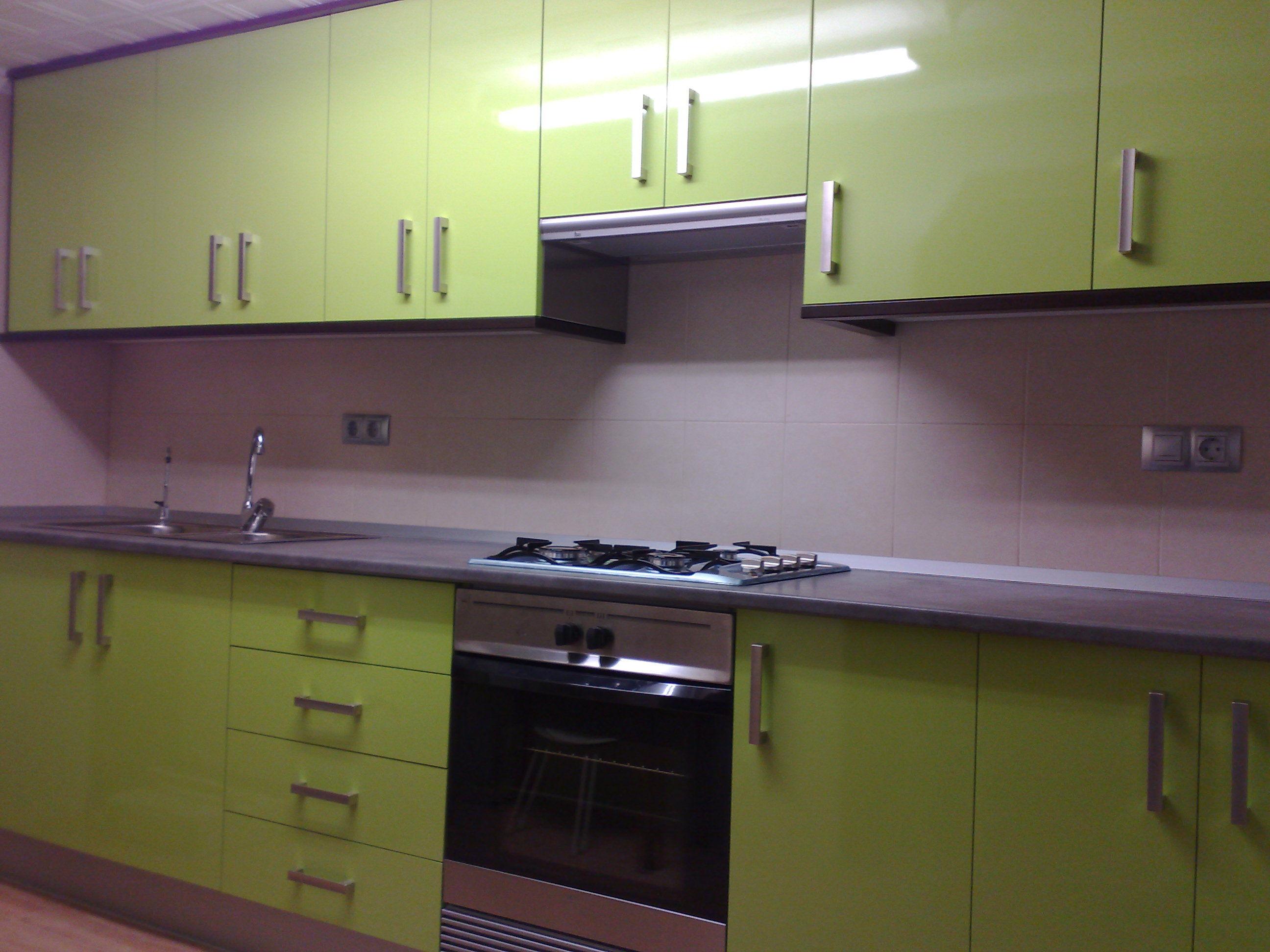 Muebles cocina verde pistacho ideas for Cocina verde pistacho