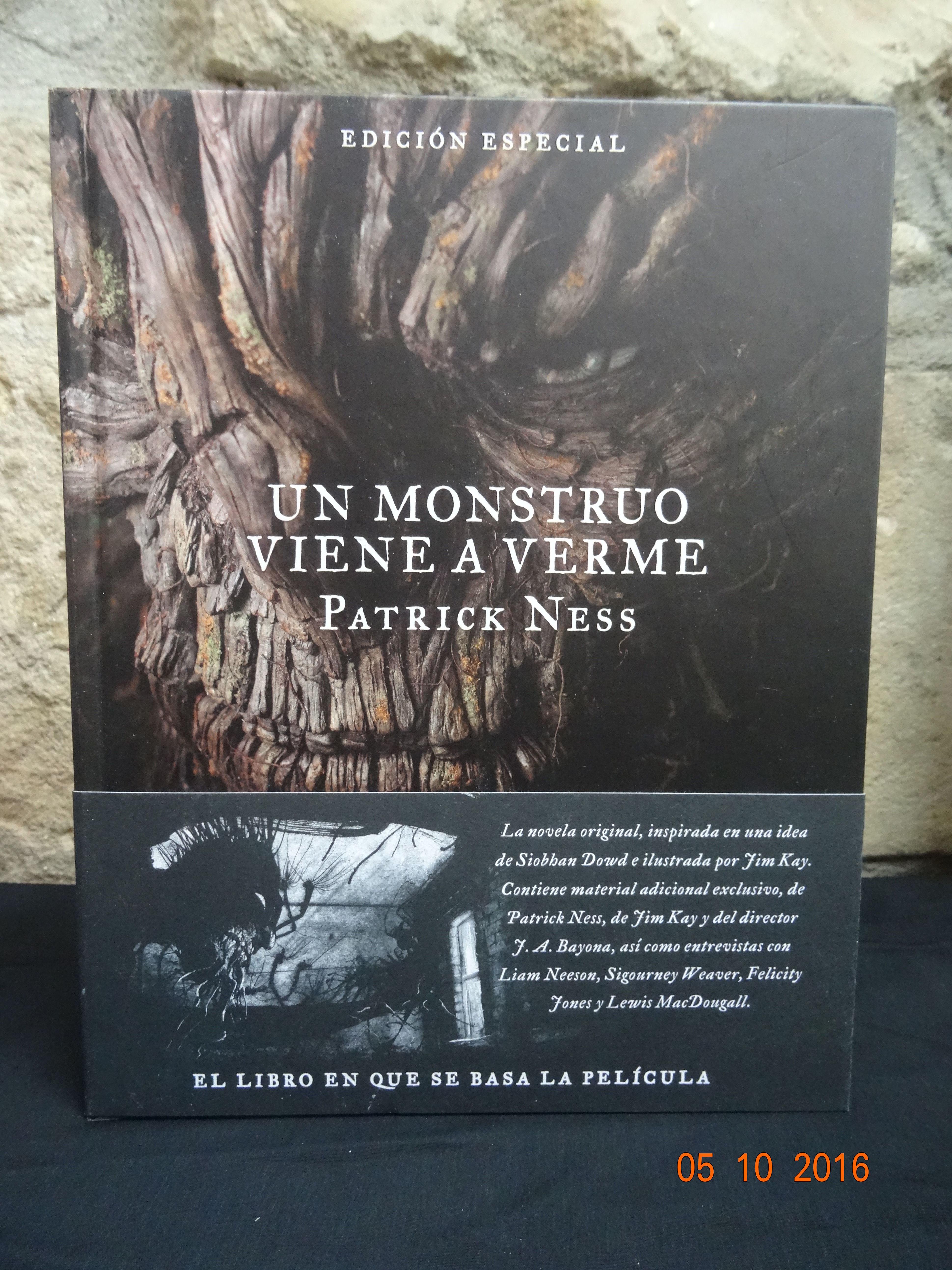 Un monstruo viene a verme: SECCIONES de Librería Nueva Plaza Universitaria