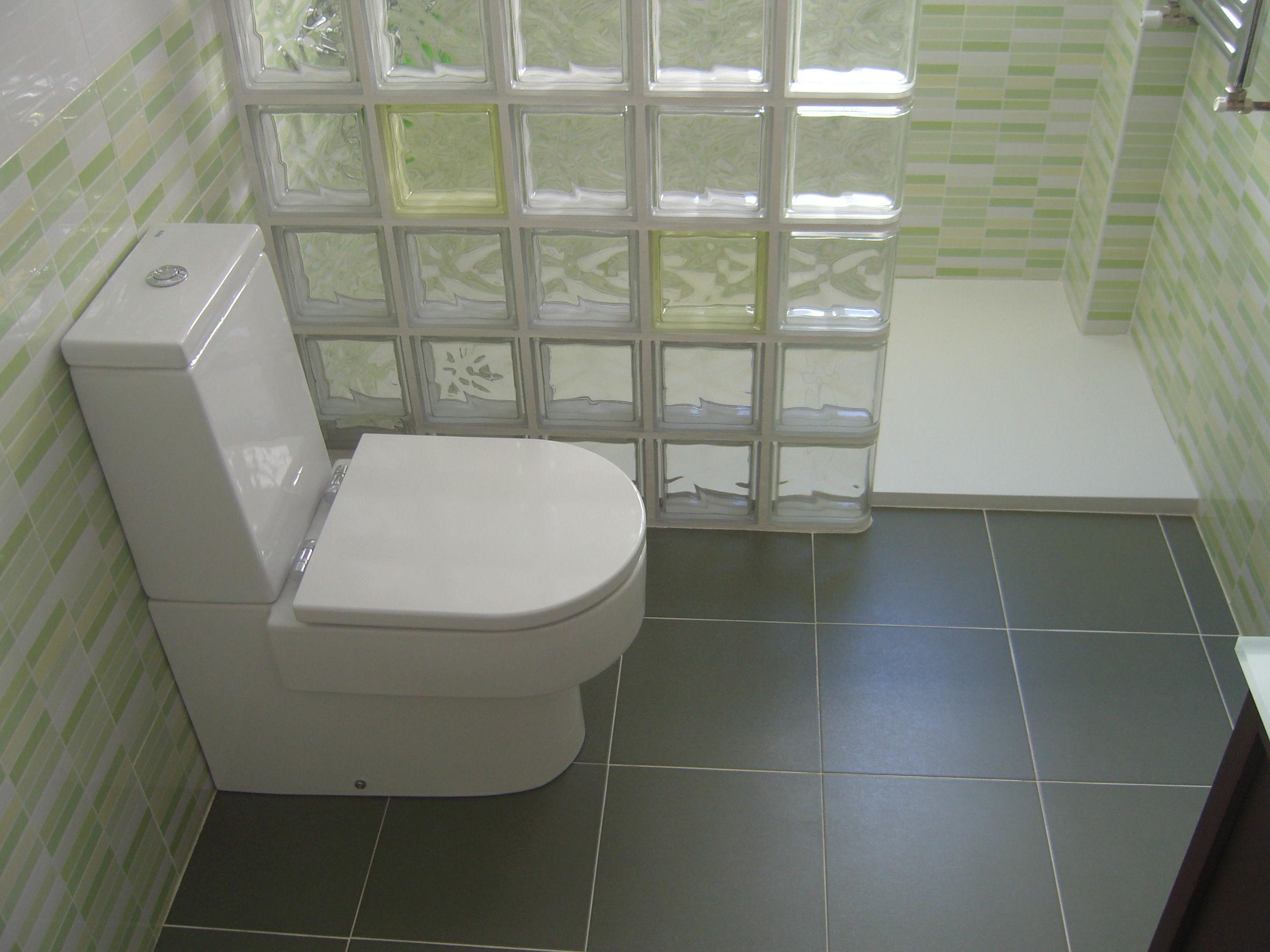 Muros de paves en duchas materiales de construcci n para - Duchas con muro ...