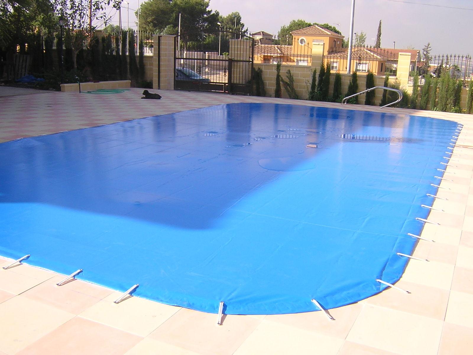 Lona piscina servicios de persianas y toldos de la cruz s l for Tensor lona piscina