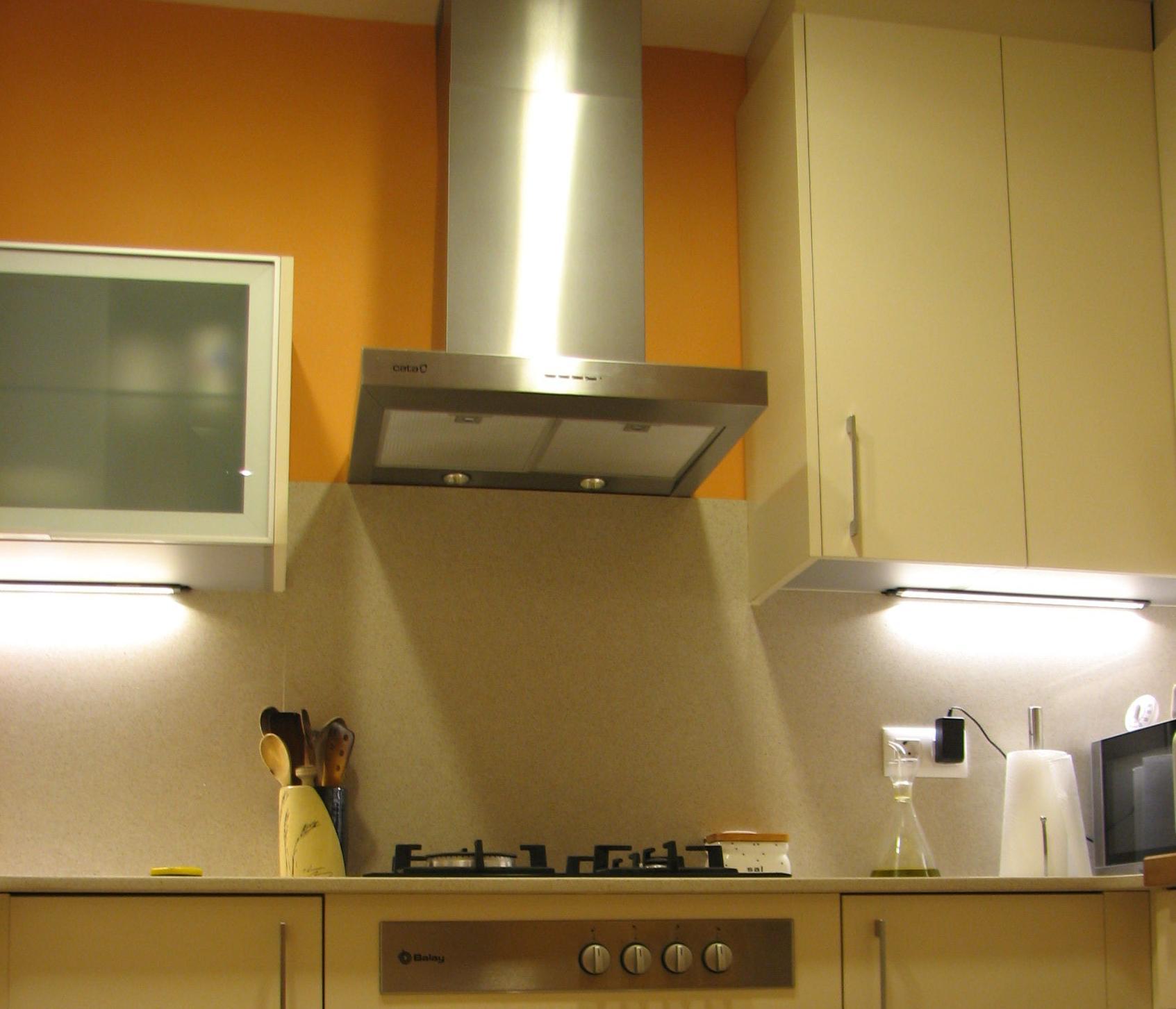 instalar campana extractor en cocina servicios y