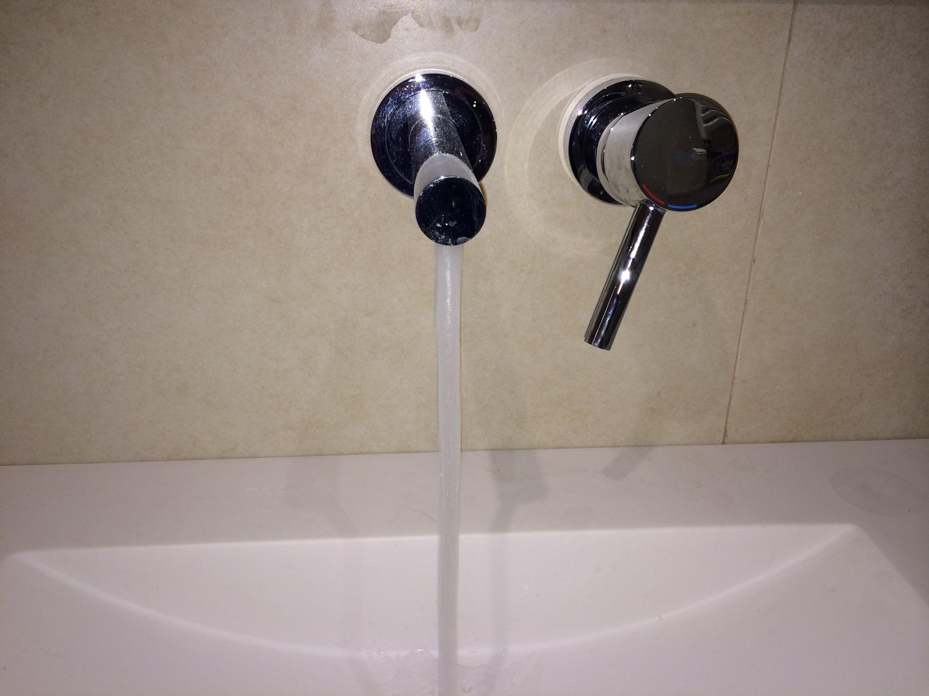 Instalaci n de grifos para ba o y ducha servicios y - Grifos de bano ...