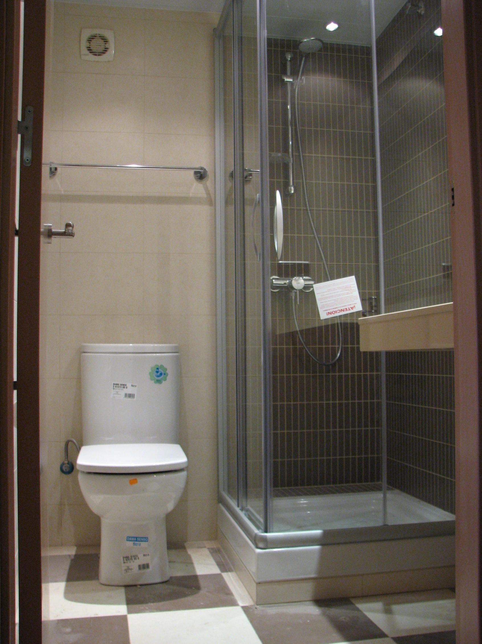 Colocaci n de mampara en ducha servicios y productos de for Agarradores de ducha