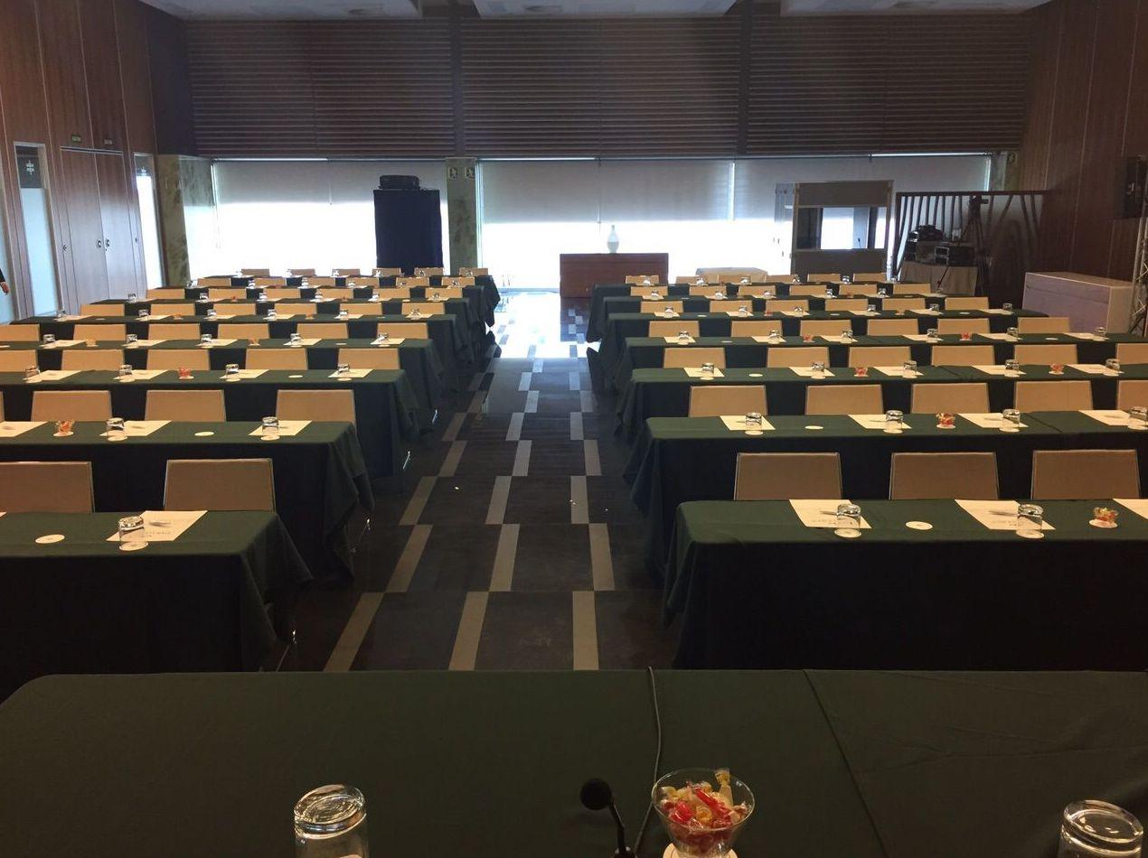 Conferencia Cádiz. Mantelería verde: Catálogo de Jedal Alquileres