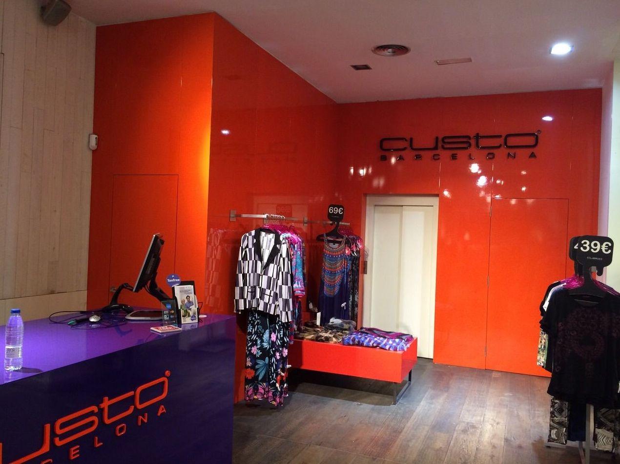 Ejecución proyectos interiorismo, mobiliario comercial y corporativo sector Retail (Custo Barcelona)