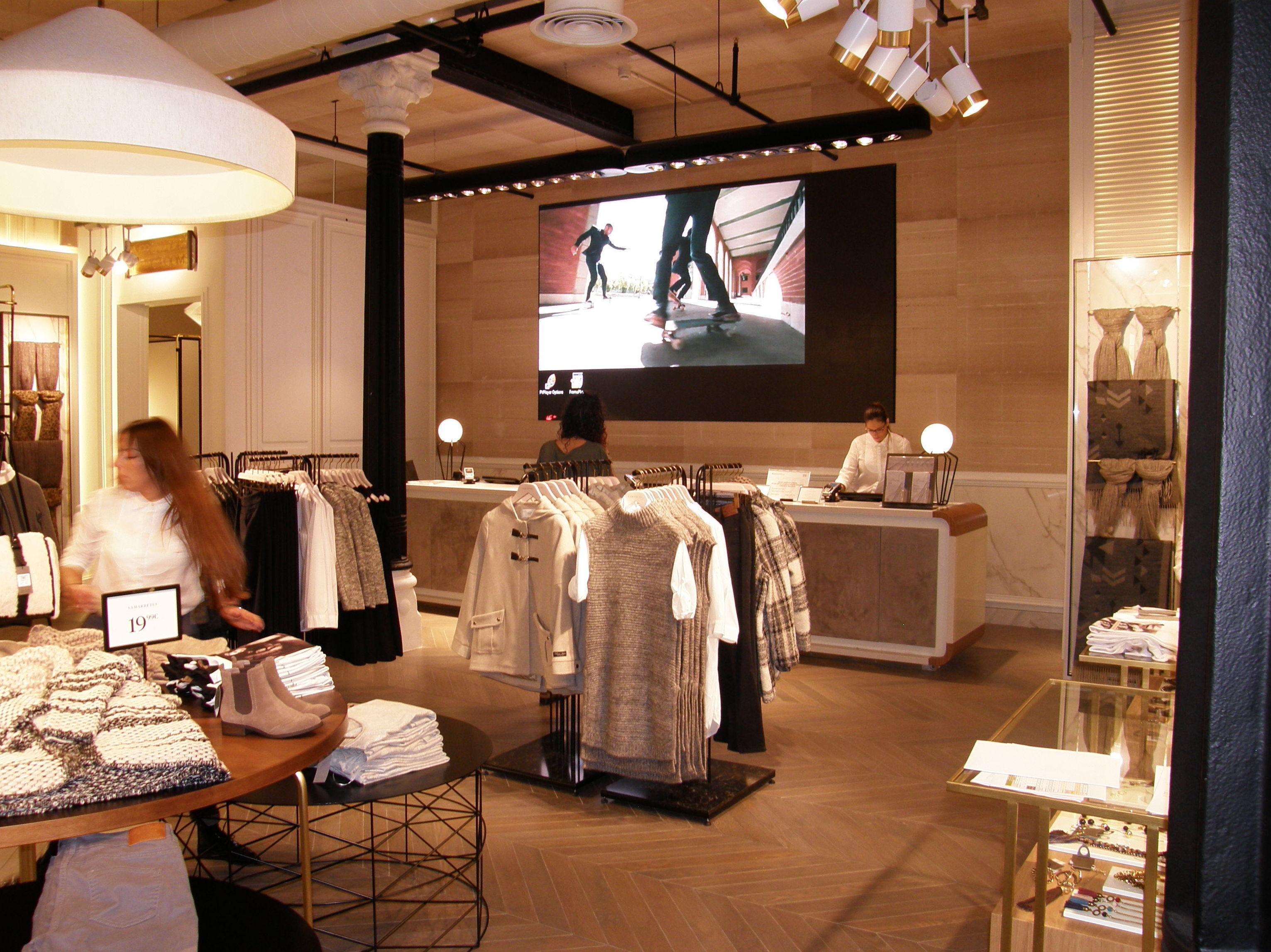 Distribución de espacios en tienda de ropa