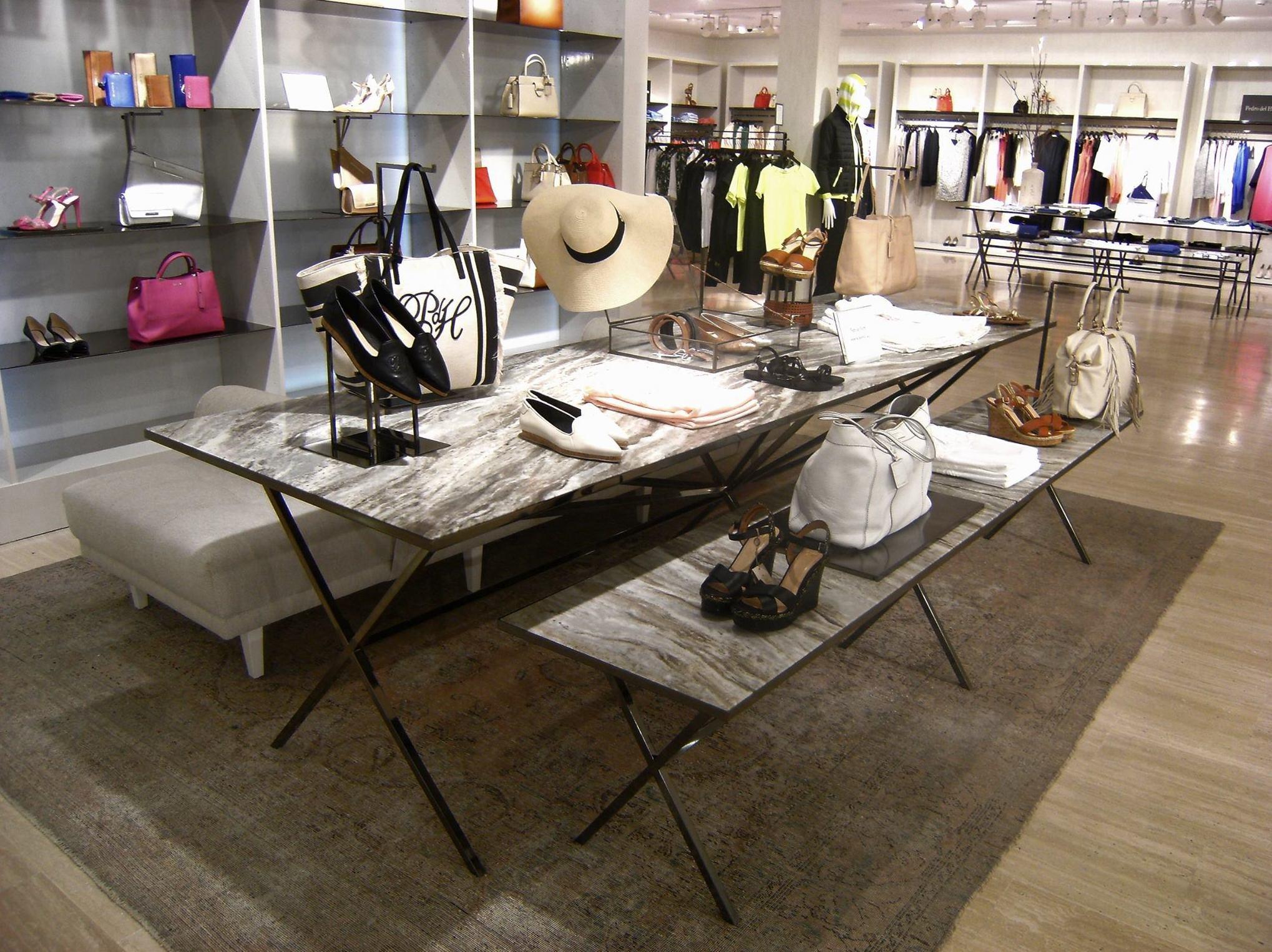 Fabricantes de mobiliario comercial de madrera, metal, mármol, cristal, espejo ... (Tiendas Grupo Cortefiel)