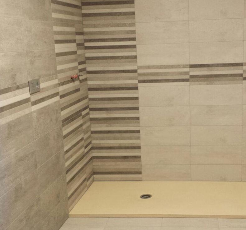 Baño reformado con diseño funcional