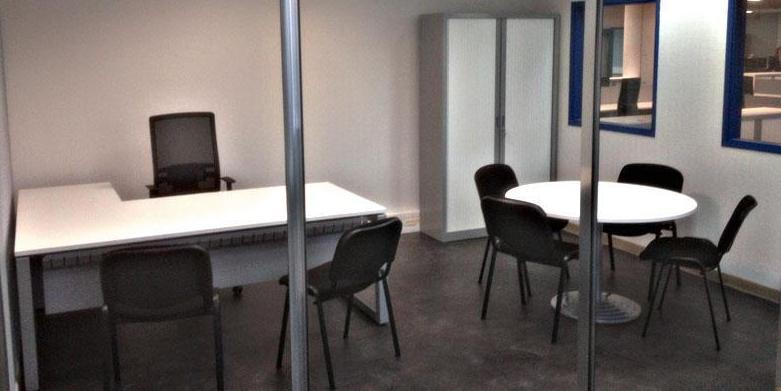 Mesa de oficina y mesa reuniones en color blanco-aluminio