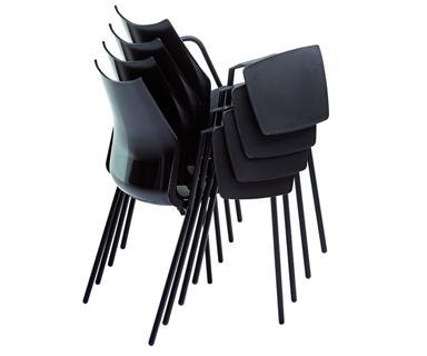 silla apilables con pala tnz en color negro.