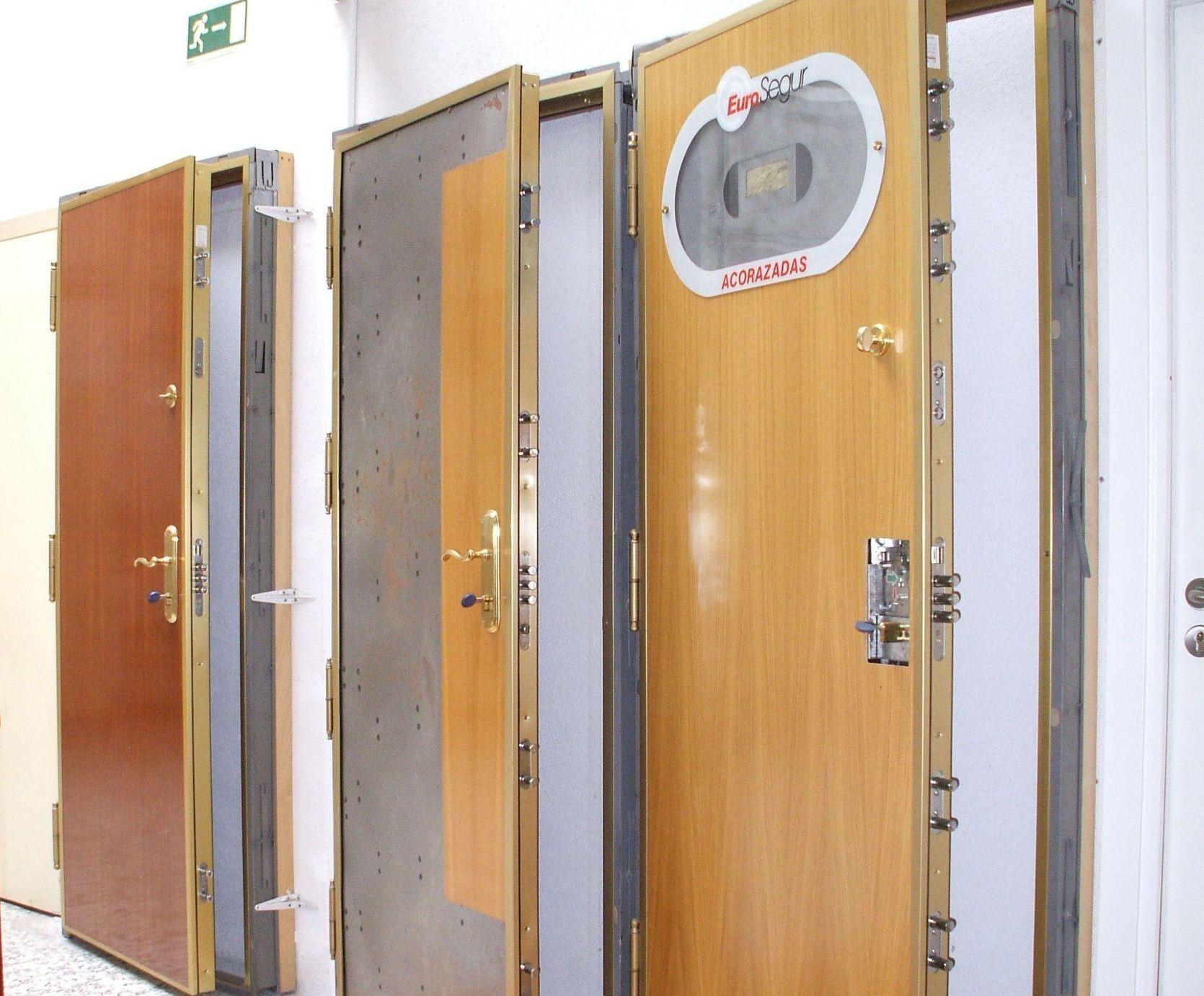 Venta e instalaci n de puertas acorazadas y puertas antiocupa - Puertas acorazadas malaga ...