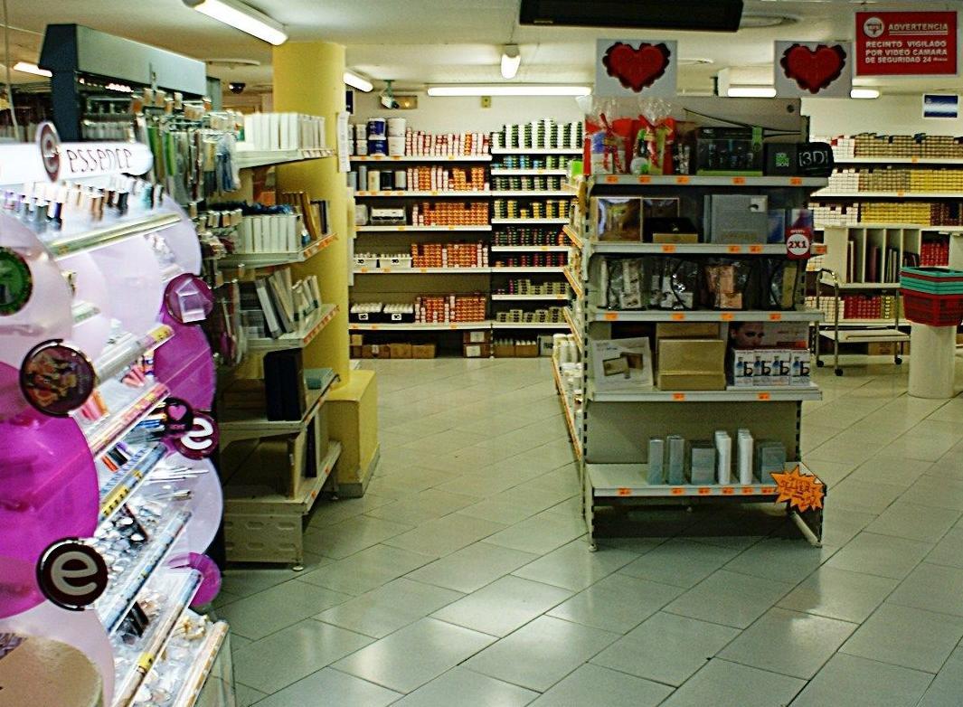 Foto 6 de peluquer a y est tica distribuci n en valencia - Mobiliario de peluqueria valencia ...
