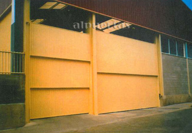 Puertas industriales productos de alpuertas for Puertas industriales