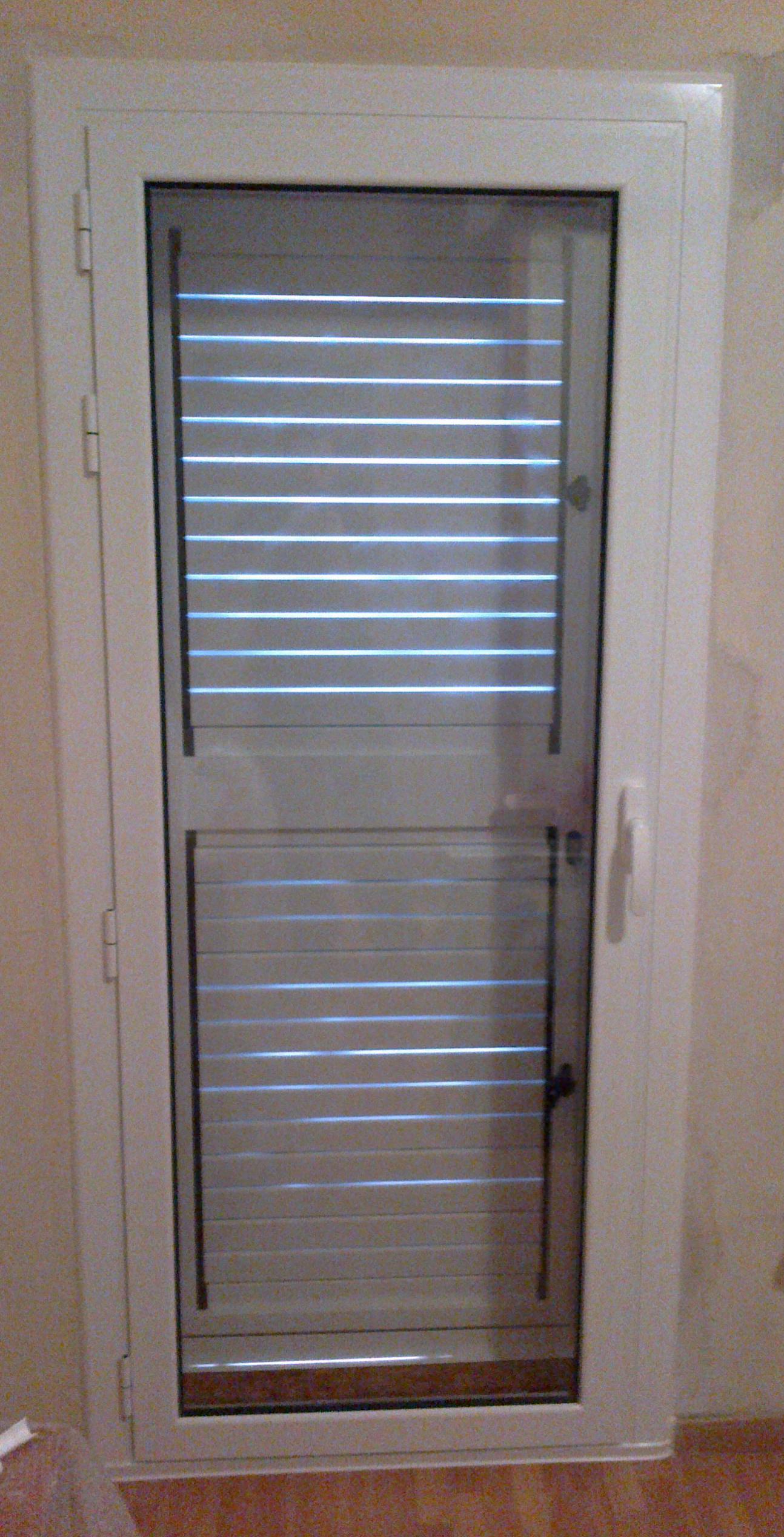 Puerta practicable aluminio cat logo de vicar for Catalogo puertas aluminio