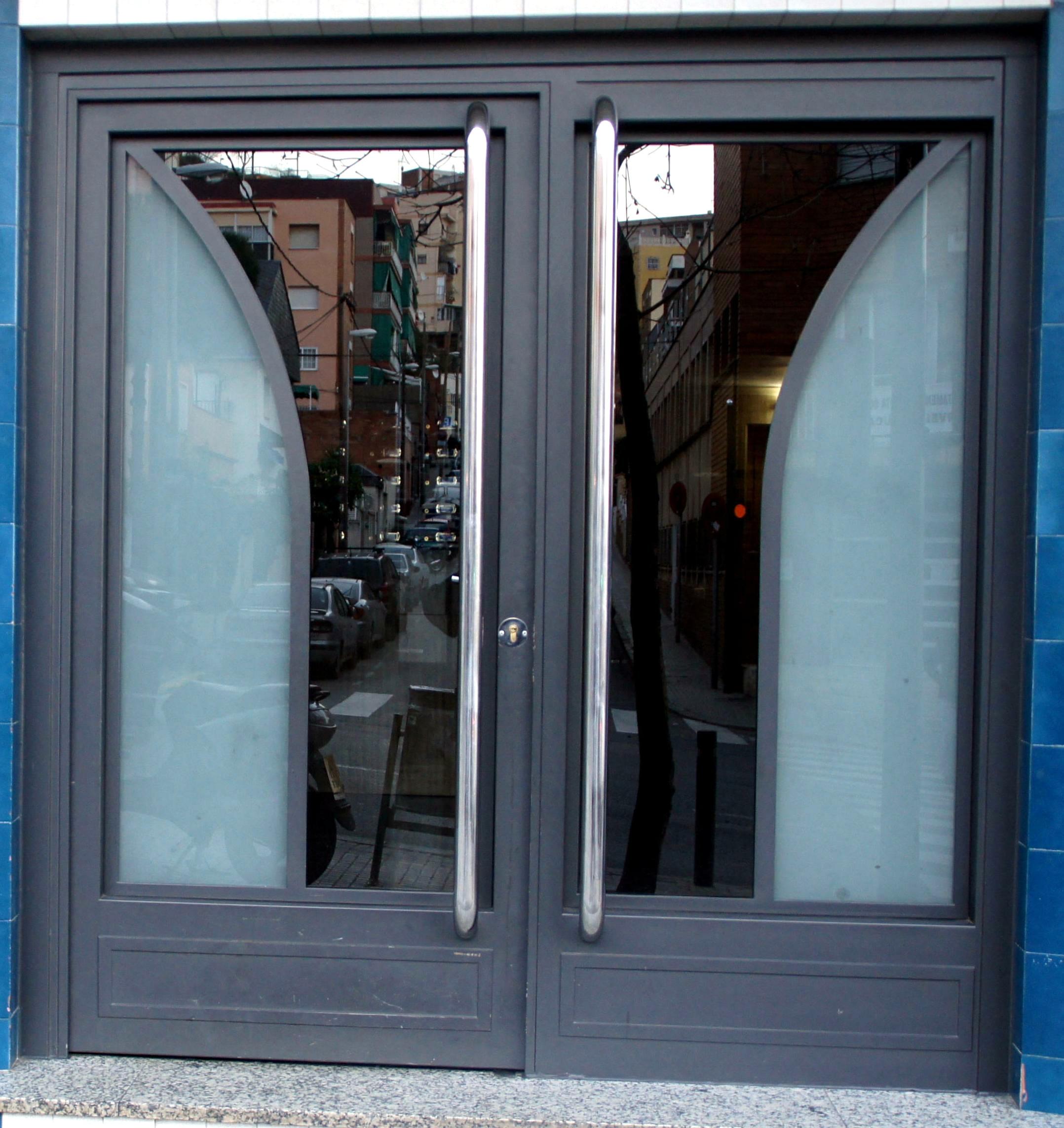 Puertas de hierro de dos hojas practicables cat logo de vicar - Puertas de dos hojas ...