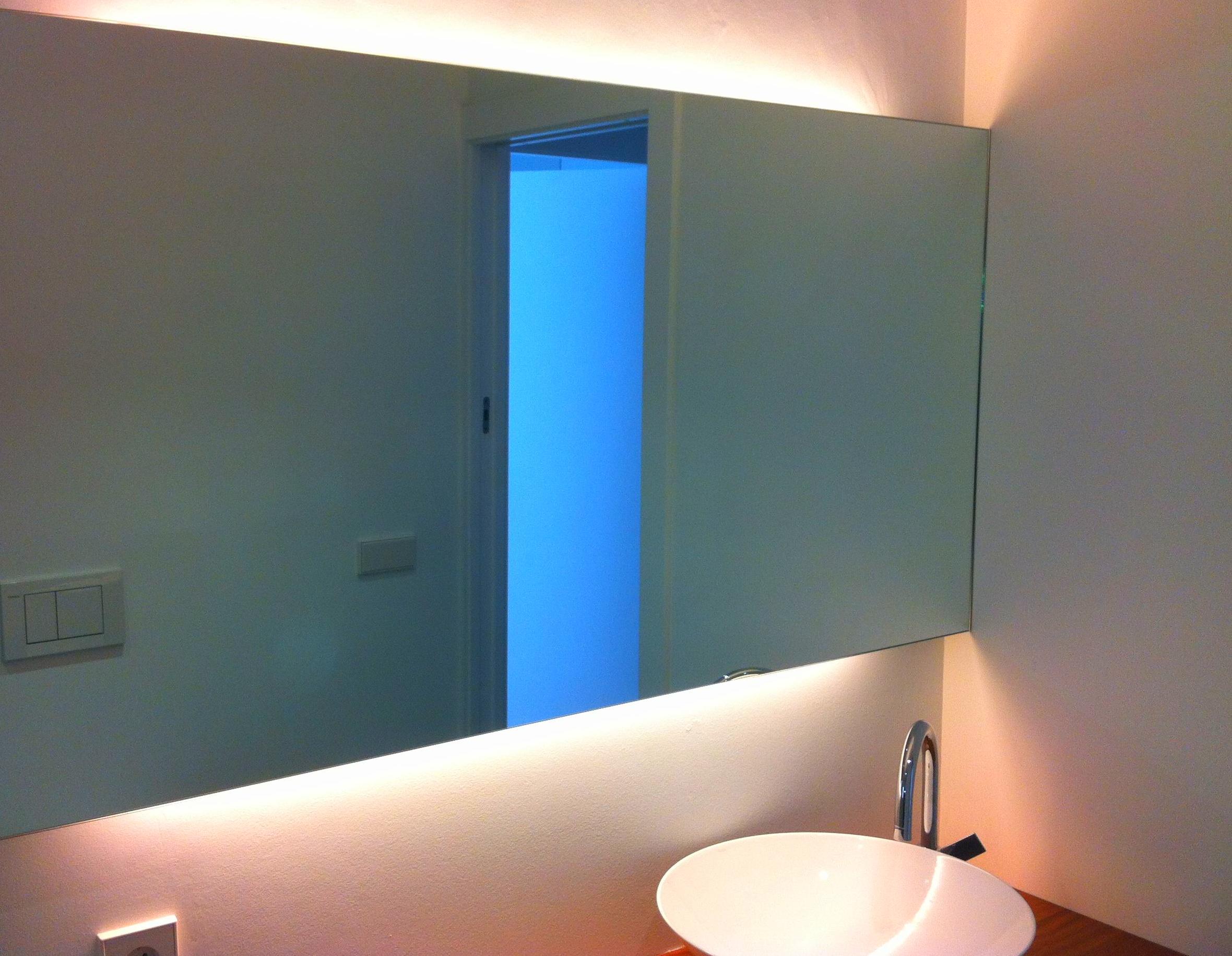 Espejos con luz cat logo de vicar for Espejos para banos con luz incorporada