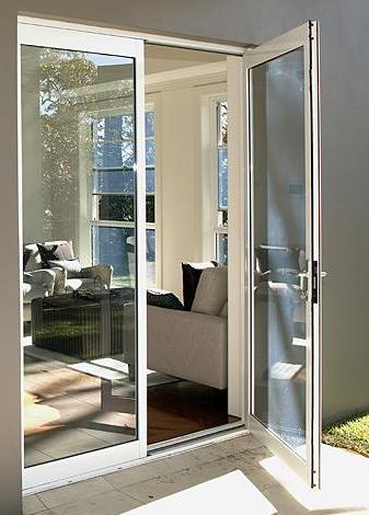Puerta practicable de aluminio cat logo de vicar for Catalogo de puertas de aluminio